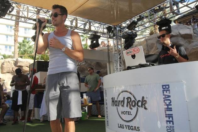 9.30 Nick Hexum performs at Rehab at Hard Rock Hotel & Casino, credit Hew Burney