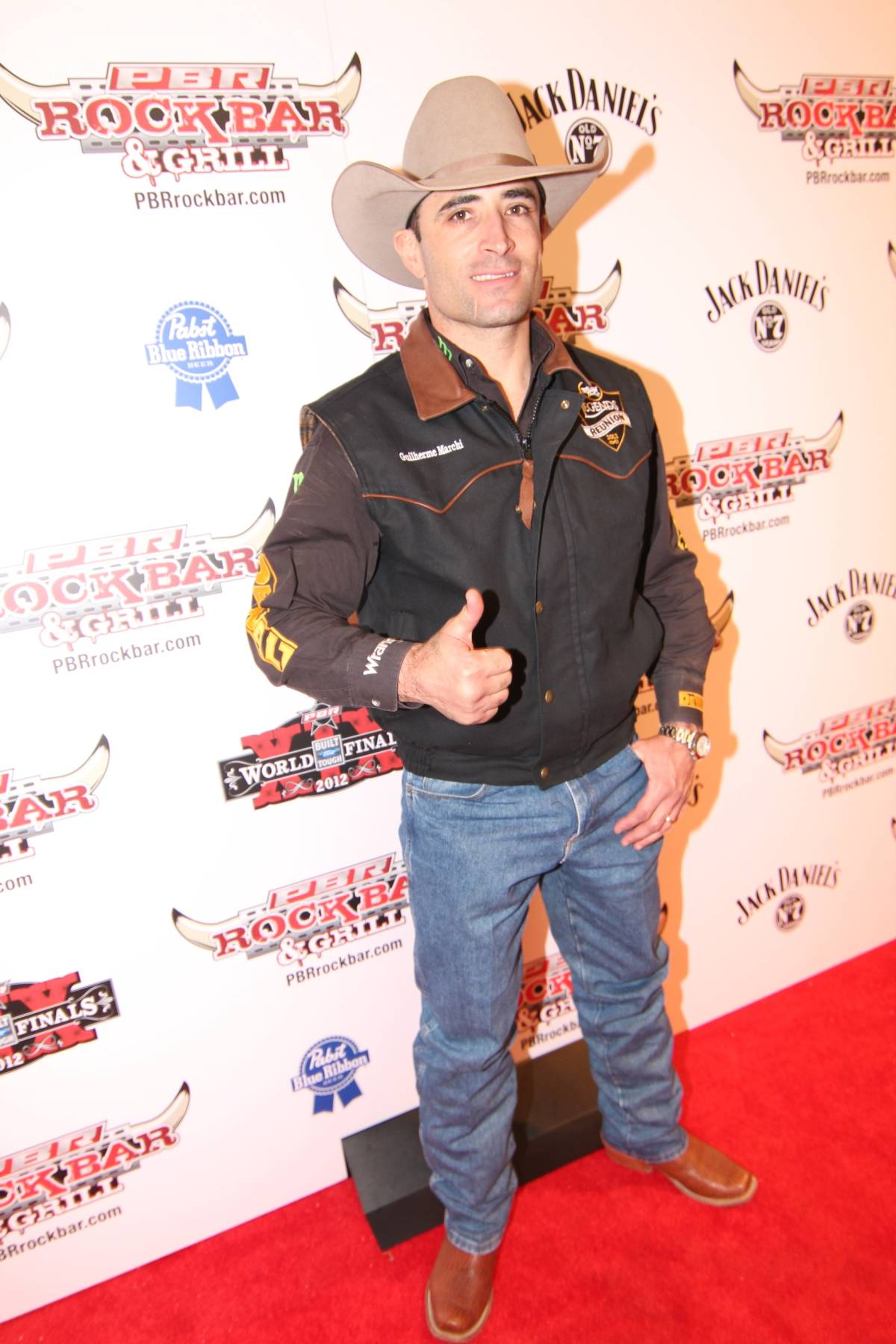 guilherme marchi guilherme marchi poses on the red carpet at pbr rock    Guilherme Marchi