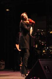 Linda Eder performs holiday classics.
