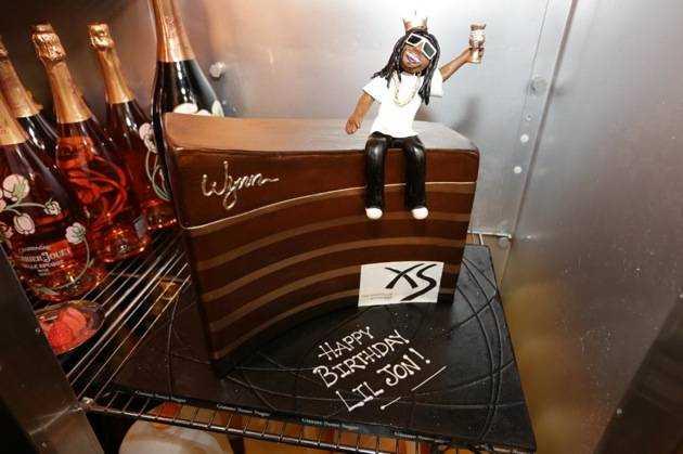 1.21.13 - Lil Jon - birthday cake at XS - photo credit Danny Mahoney