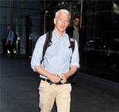 Anderson Cooper Yells At Woman For Littering in His Neighborhood