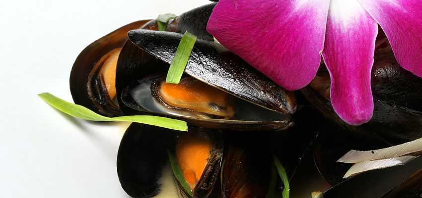 wok fried mussels.850