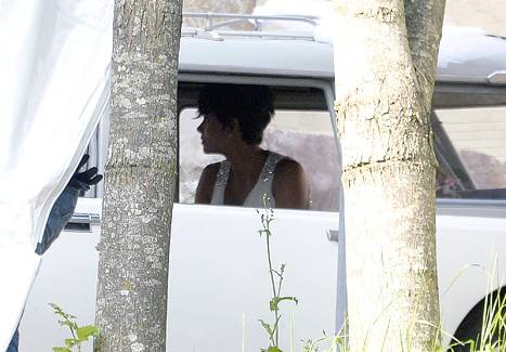 1373756181_halle-berry-wedding-467
