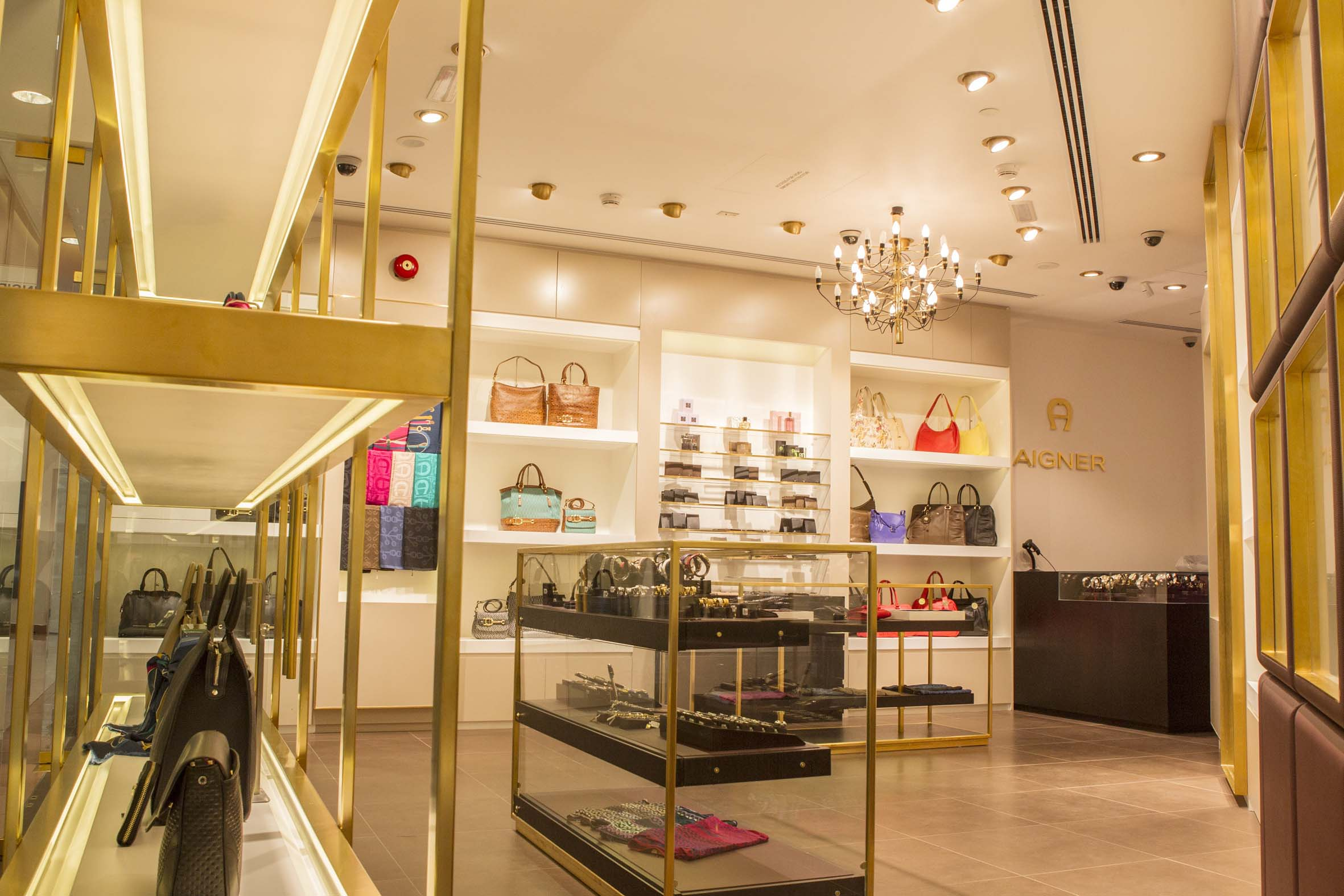 AIGNER - Marina Mall Abu Dhabi 13