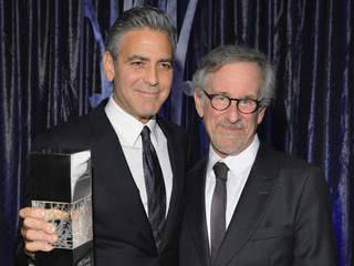George_Clooney_honored_by_Steven_Spielberg_20131004014004_320_240