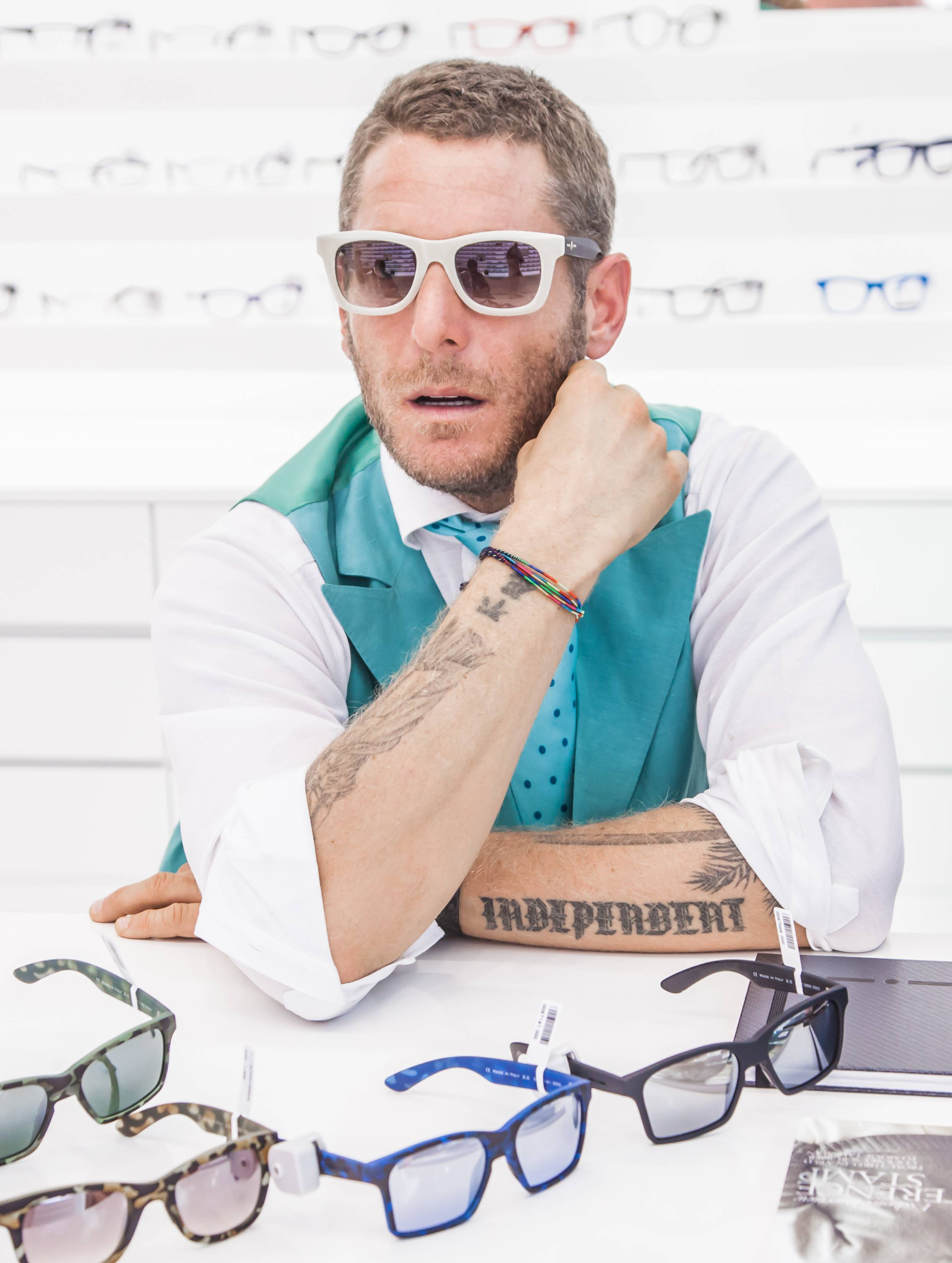 Italia independent sunglasses brand launches in the middle for Lapo elkann glasses