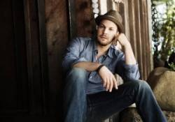 Gavin Degraw   Source: liveinthevineyard.com