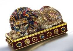 Dallas-Auction-Gallery-Judith-Lieber-Purse[1]