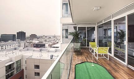 AIDG-W-Hollywood-Balcony-01