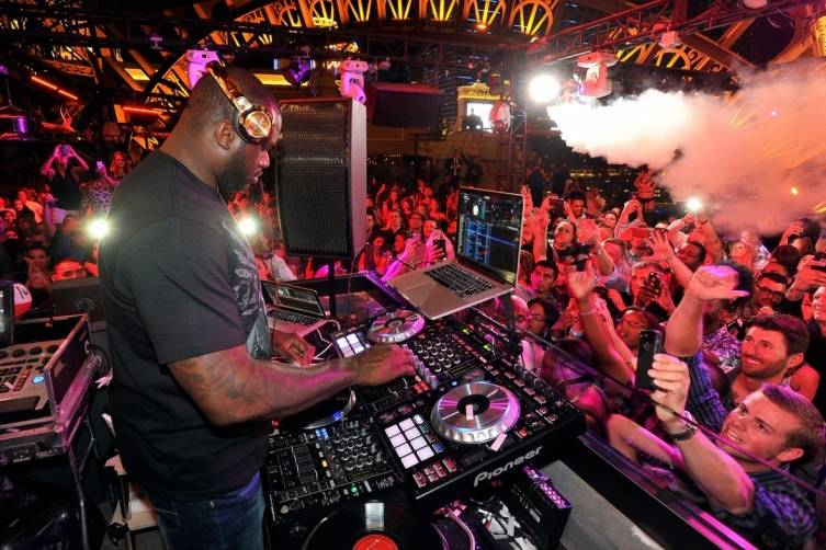 Shaq behind the turntables at Chateau Nightclub & Rooftop