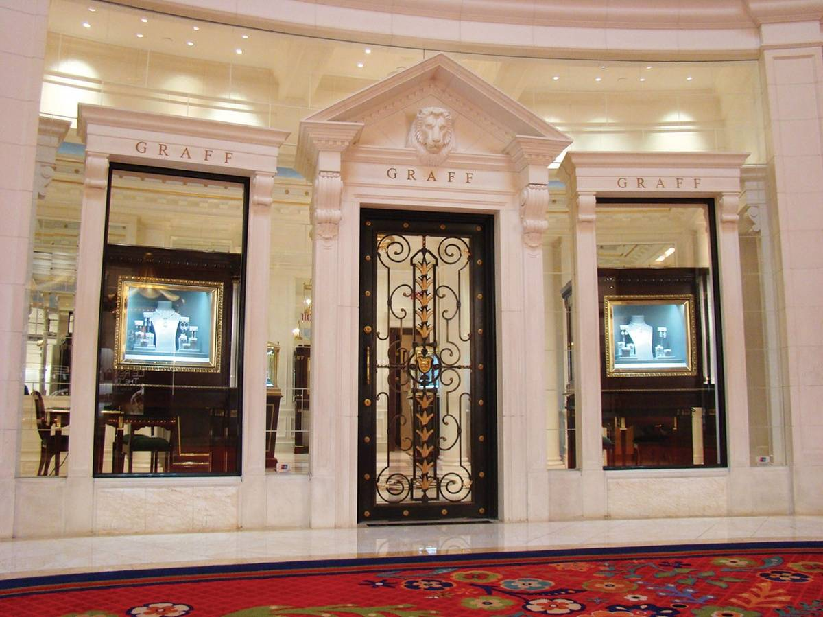 Graff Las Vegas 3131 Las Vegas Blvd. South 702.940.1000