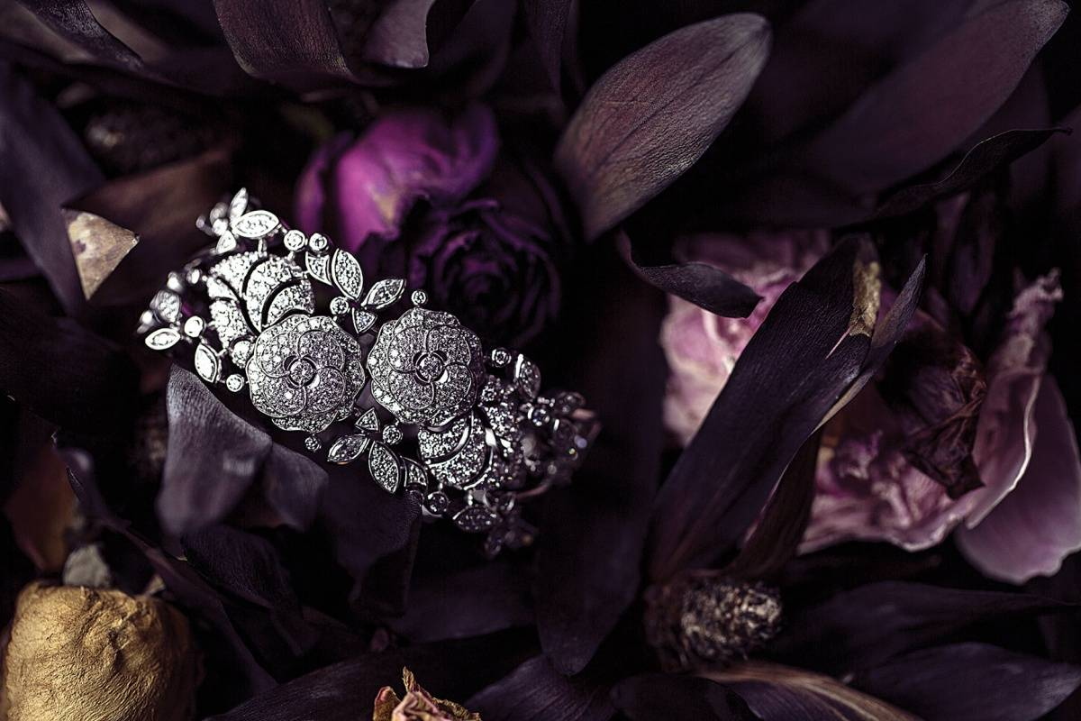"""Bouton de Camélia"" bracelet in 18-karat white gold set with 449 brilliant-cut diamonds for 9 carats and 4 marquise-cut diamonds. ""Jardin de Camélias"" collection."