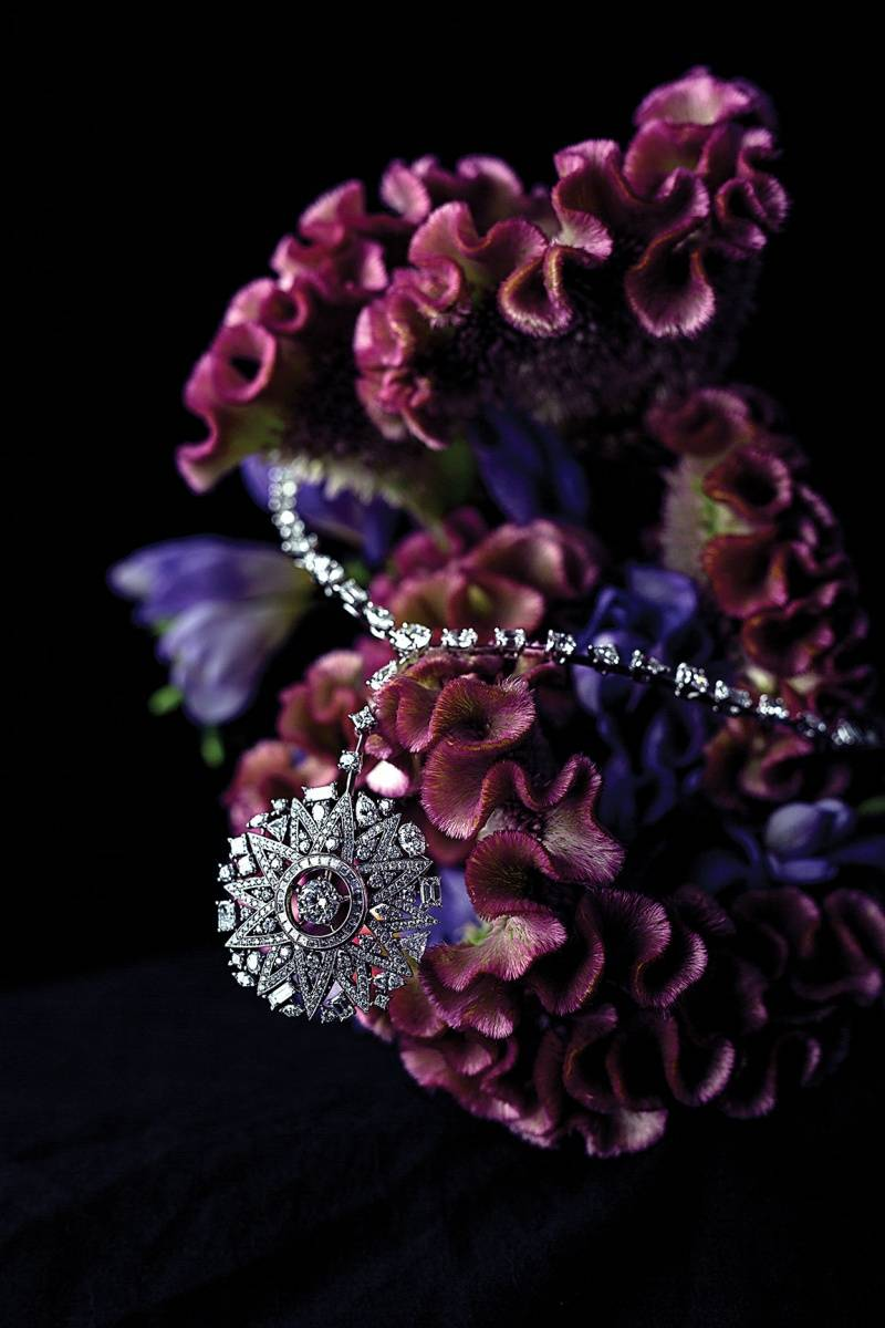 """Cosmos"" necklace in 18-karat white gold set with 2 brilliant-cut diamonds of 2 and 1 carat, 86 fancy-cut  diamonds for 17 carats and 374 brilliant-cut diamonds for a total weight of 3 carats. ""1932"" collection."