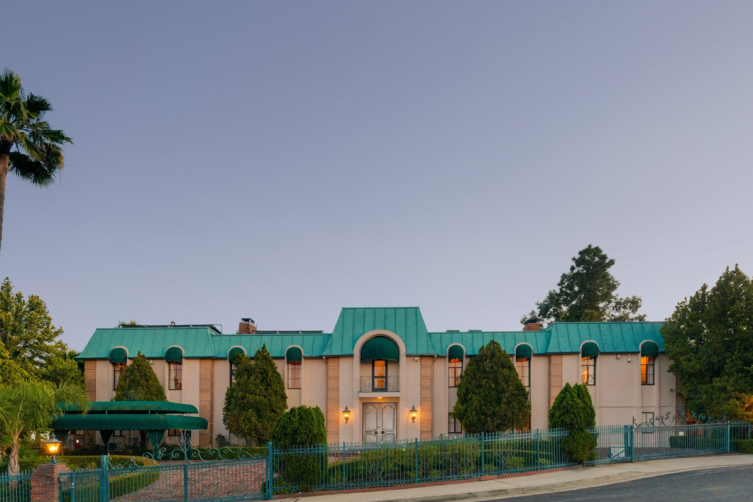 Sotheby's International Realty: Tennis Court Estate with Panoramic Views