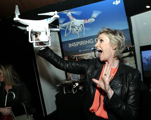 Jane-Lynch-at-the-Breyers-Gelato-Indulgences-lounge-backstage-at-the-Spirit-Awards
