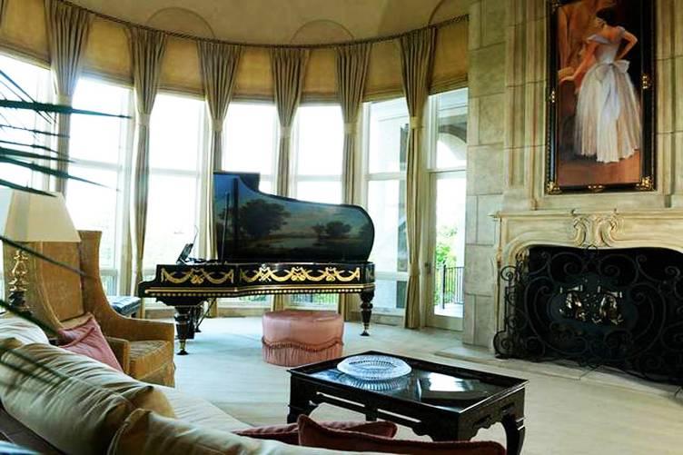 Serenity Mansion Living Room