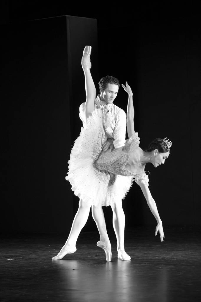 Cinderella (Act II Pas de Deux) Principal Dancers Hee Seo and Cory Stearns