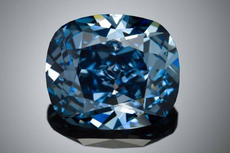 "12-carat ""Blue Moon Diamond"""