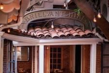 Brilliantshine Courtyard