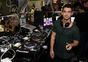 Joe Jonas makes his Las Vegas DJ debut at Foxtail Nightclub. Photos: Al Powers/Powers Imagery