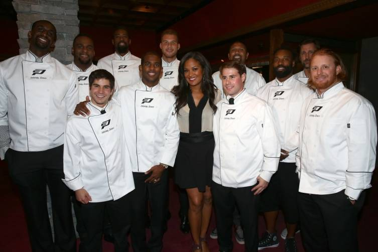 (L-R Back Row) Ekpe Udoh, Glen Davis, DeAndre Jordan, Blake Griffin, Jalen Rose, Baron Davis, Brent Barry, (l-r front row) Lorenzo Varone, Chris Paul, Laila Ali, Matthew DiMaria and Justin Turner