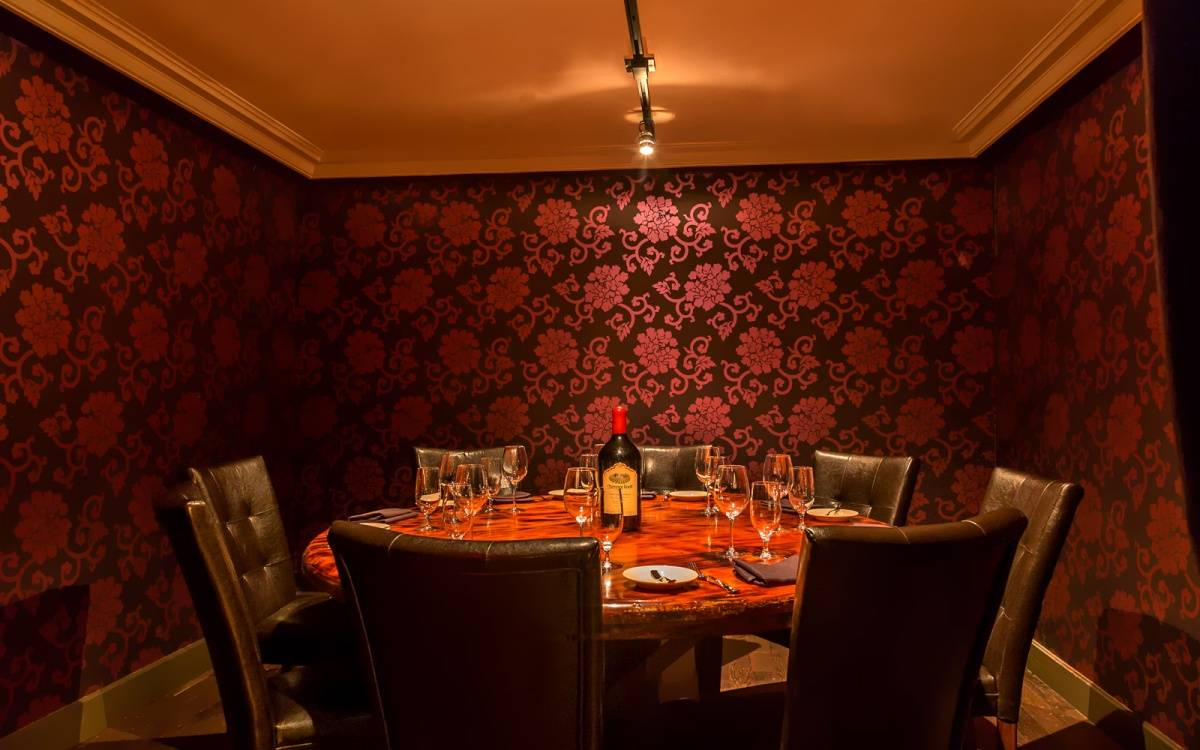 Best Private Dining Rooms Nyc daniels private dining room desserts straight on Of A Classic New York Restaurant While Infusing Some Contemporary Vibes Into The Massive Restaurant While Upstairs Boasts A Luxurious Dining Room