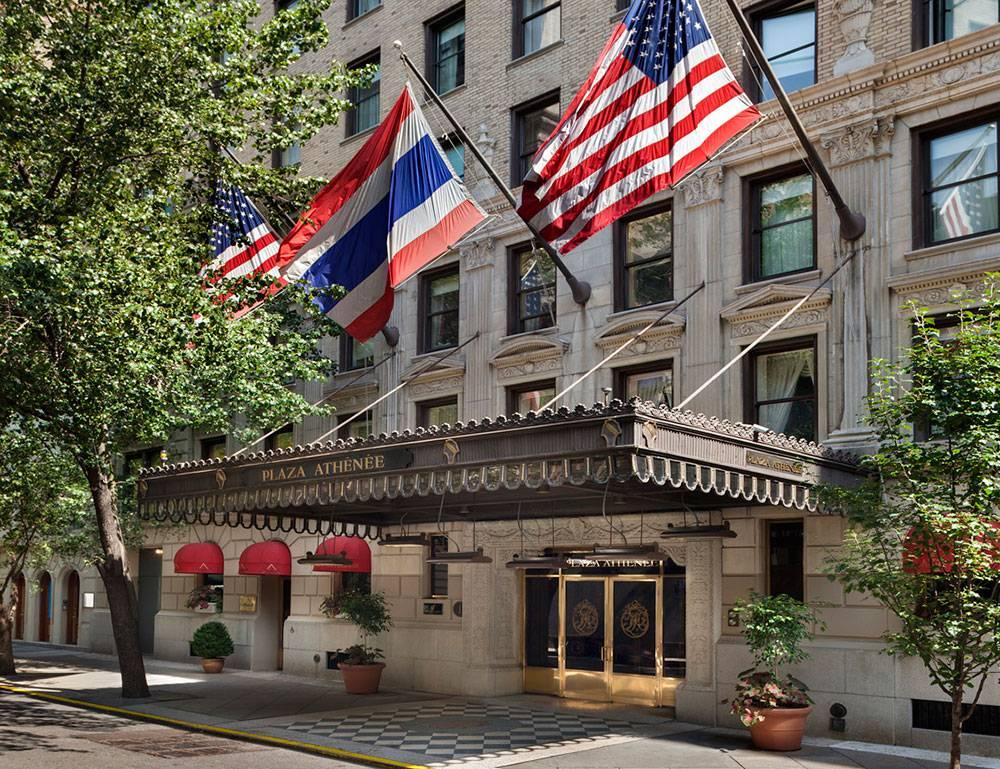 live like elizabeth taylor at hotel plaza athenee new york. Black Bedroom Furniture Sets. Home Design Ideas