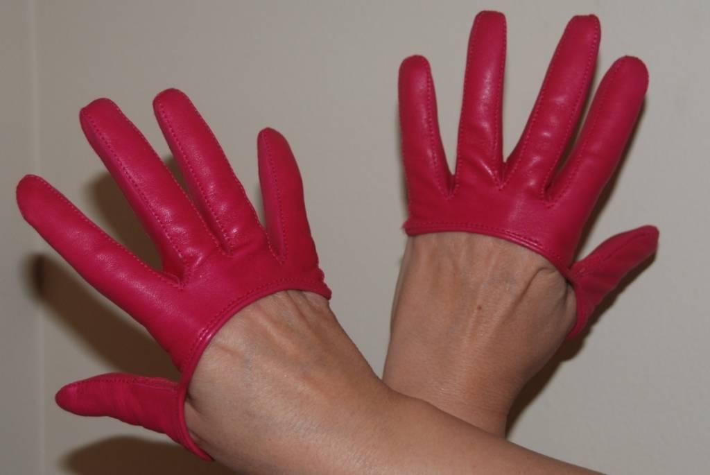 Brenda Zarate gloves