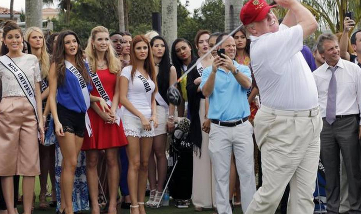 Trump tees off, image via Miami Herald
