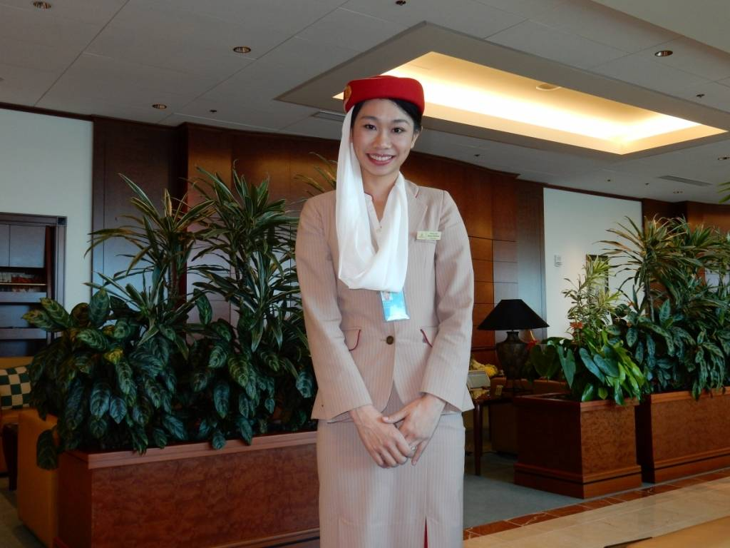 emirates female employee