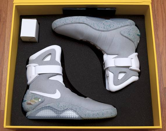 nike-self-lacing-mags